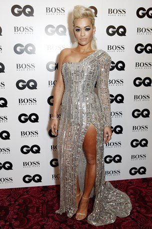 Rita Ora 身穿Zuhair Murad 水晶禮服與會,配戴60萬歐元的V...