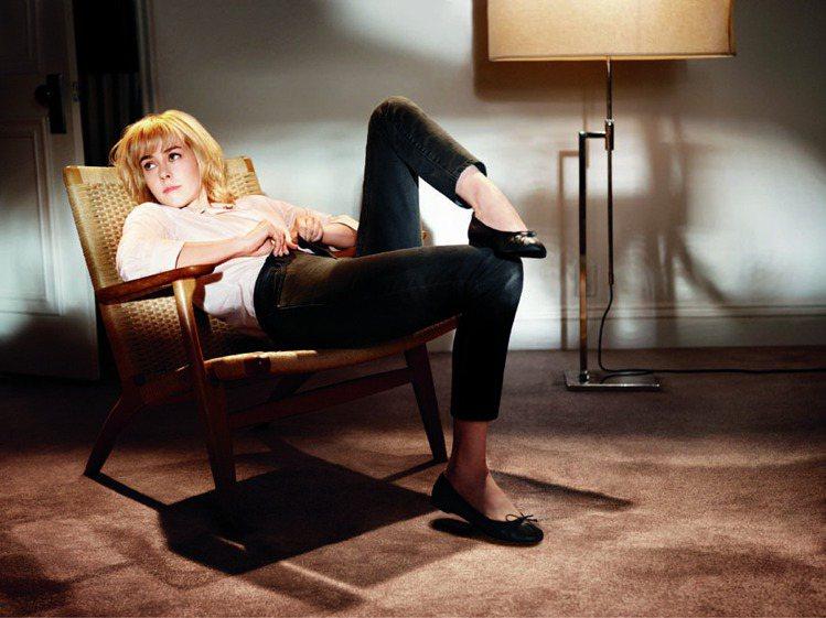 吉娜馬隆入鏡 Gap 秋季推出的「Dress Normal」廣告。圖/Gap提供