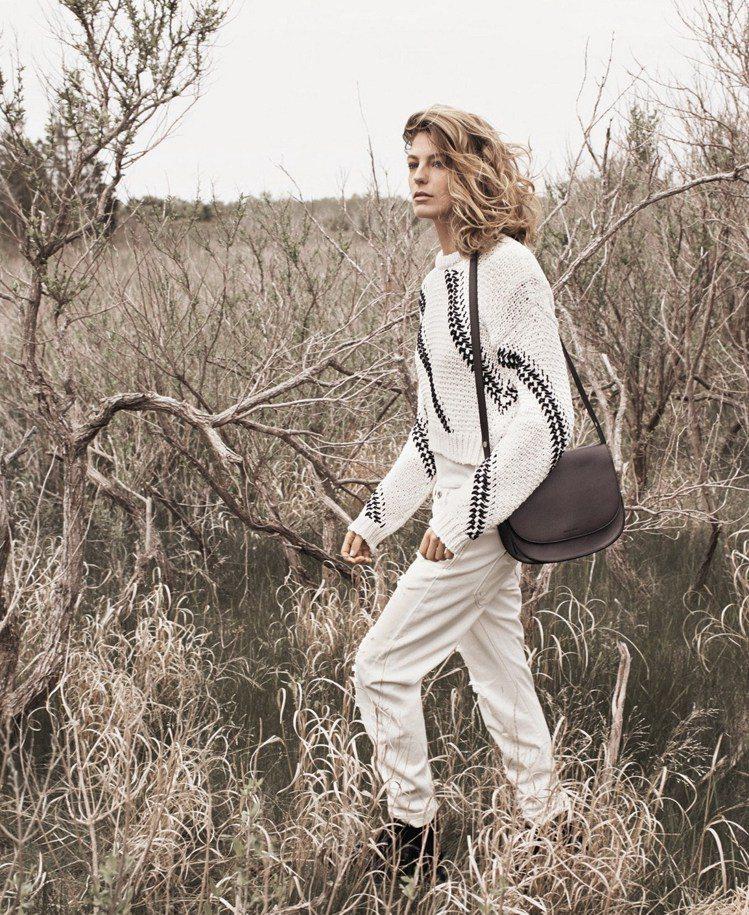 秋季新裝上市,西班牙時尚品牌 MANGO 帶著大家體驗充滿大地季節風情的都會感受...