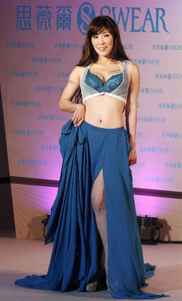 Kimiko難得解放32C美胸,代言思薇爾最新秋冬撩波系列。記者鄭超文/攝影