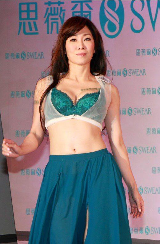 Kimiko難得解放32C美胸,代言思薇爾最新秋冬撩波系列。圖/思薇爾提供