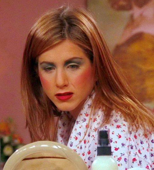 Ross 幫瑞秋畫了令人傻眼的超復古濃妝。圖/擷自telegraph