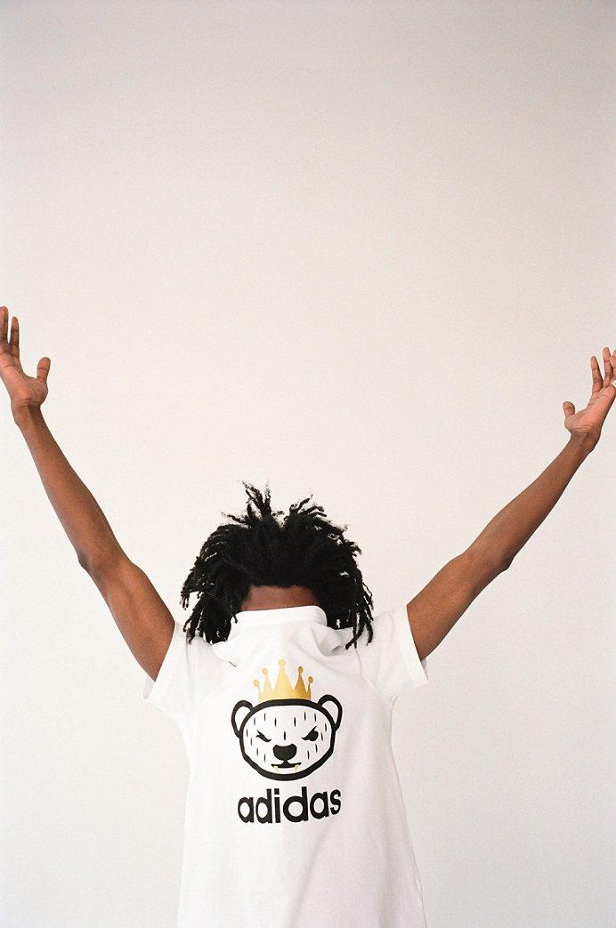 代表 NIGO 本人的熊頭與其他手繪塗鴉,展現他對玩具公仔的狂熱與收藏情感。圖/...