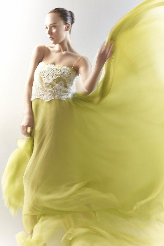 蕾絲貼繡的晚禮服,復古時尚。圖/林莉工作坊提供
