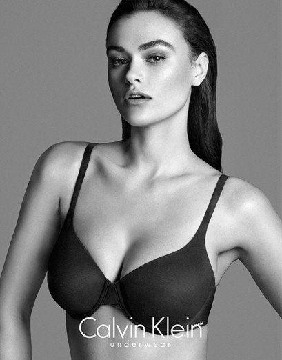 Calvin Klein 最新的內衣廣告請來衣服穿 L 號尺寸(英國尺寸14,美...