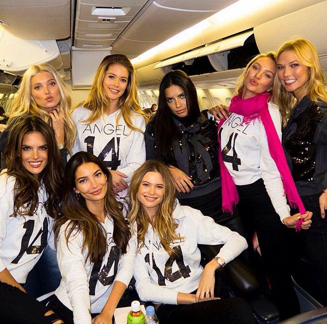 維多利亞的祕密(Victoria's Secret)超模們日前搭上粉紅色的專屬班...