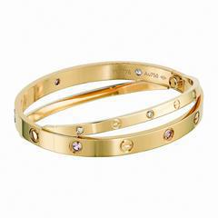 卡地亞Love系列玫瑰金雙環手環,玫瑰K金環圈,鑲嵌6顆粉紅藍寶與6顆鑽石,參考...