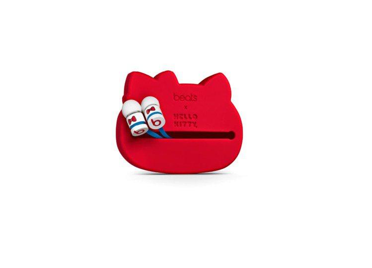 配備 Kitty 大頭耳機盒的 urBeats 入耳式耳機。5,900元。圖/先...