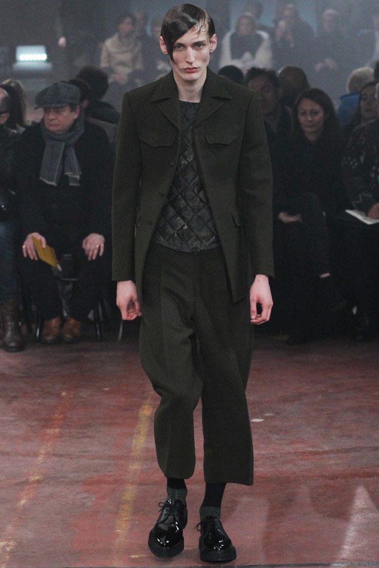 軍裝風是 Alexander McQueen 2015 秋冬男裝重點之一。圖/...