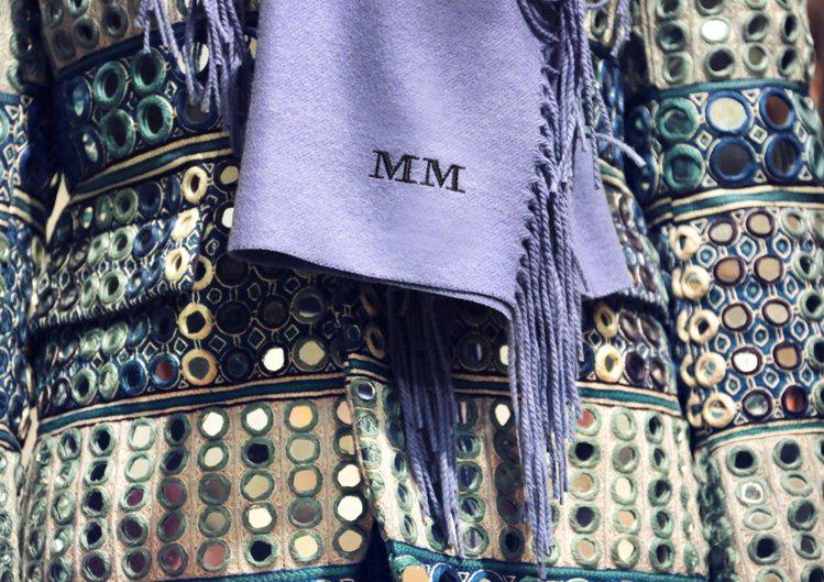 買家於Burberry.com 網站或全球指定分店預約,可購買本季特定圍巾、外套...