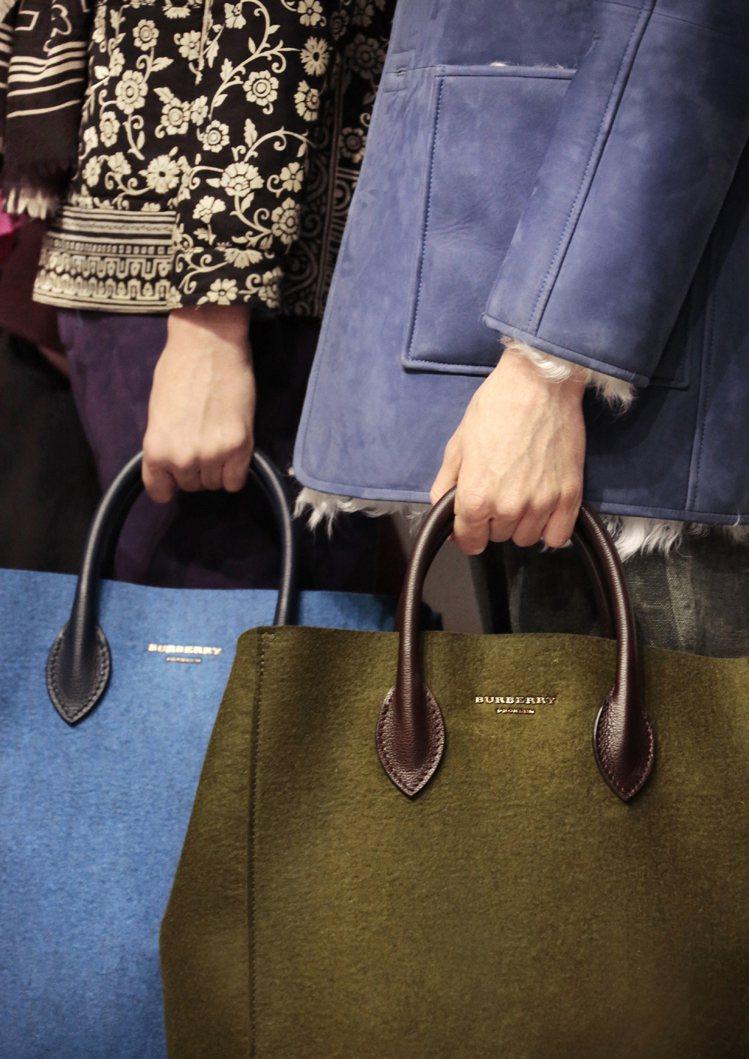 大型Carryall手袋。圖/BURBERRY提供
