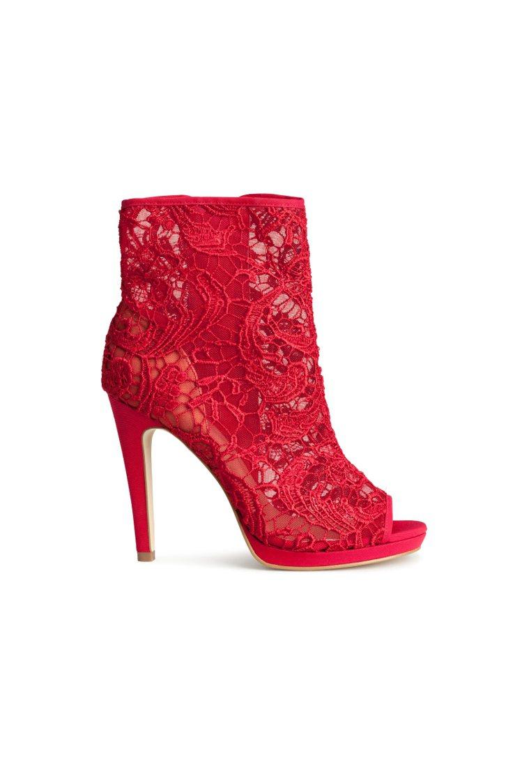 H&M新春系列蕾絲露指短靴。圖/ H&M提供