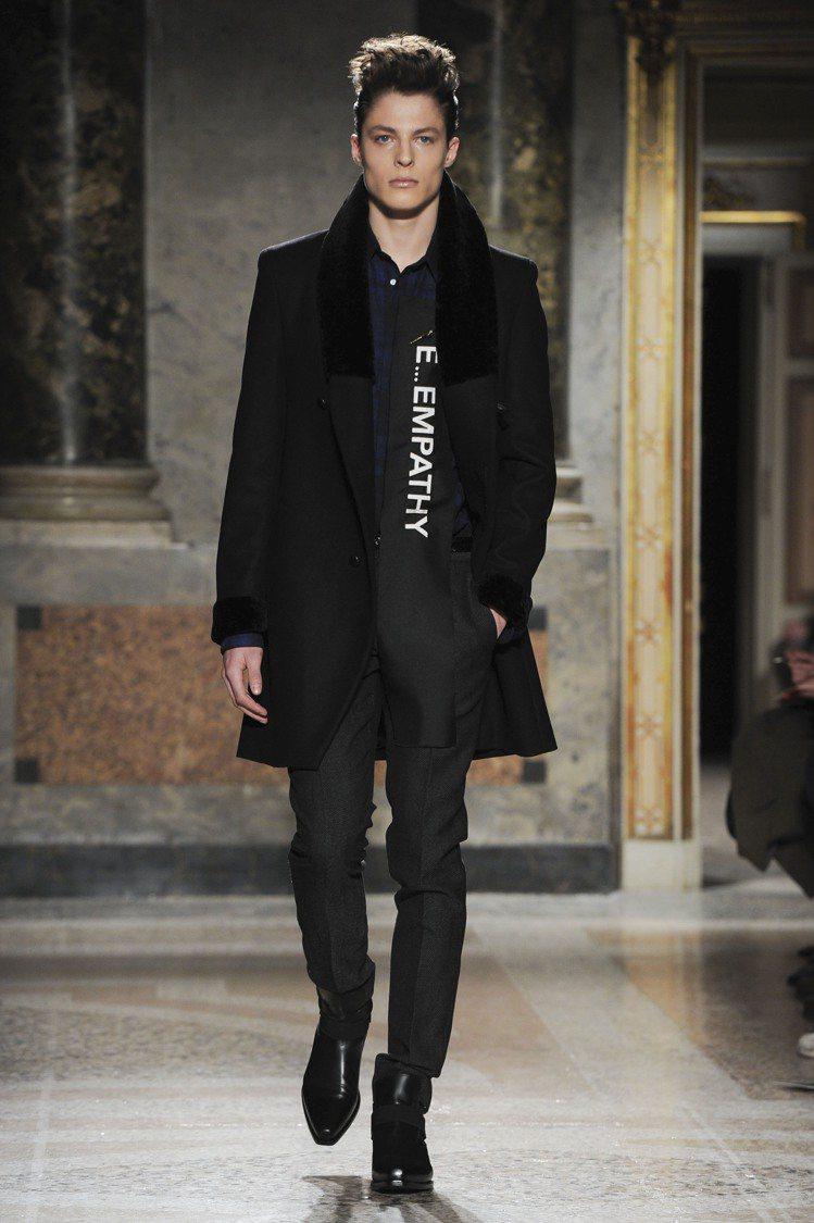 Roberto Cavalli詮釋了巴洛克風格的莊嚴和宏偉,著重風格展現的蓬勃生...