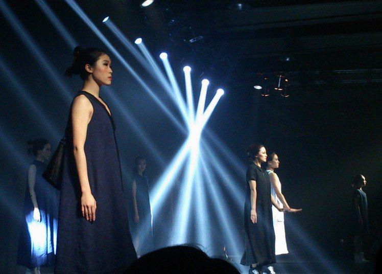 葉珈伶 CHARINYEH 2015 春夏服裝秀,以「沐養。稻和」為主題,請來世...