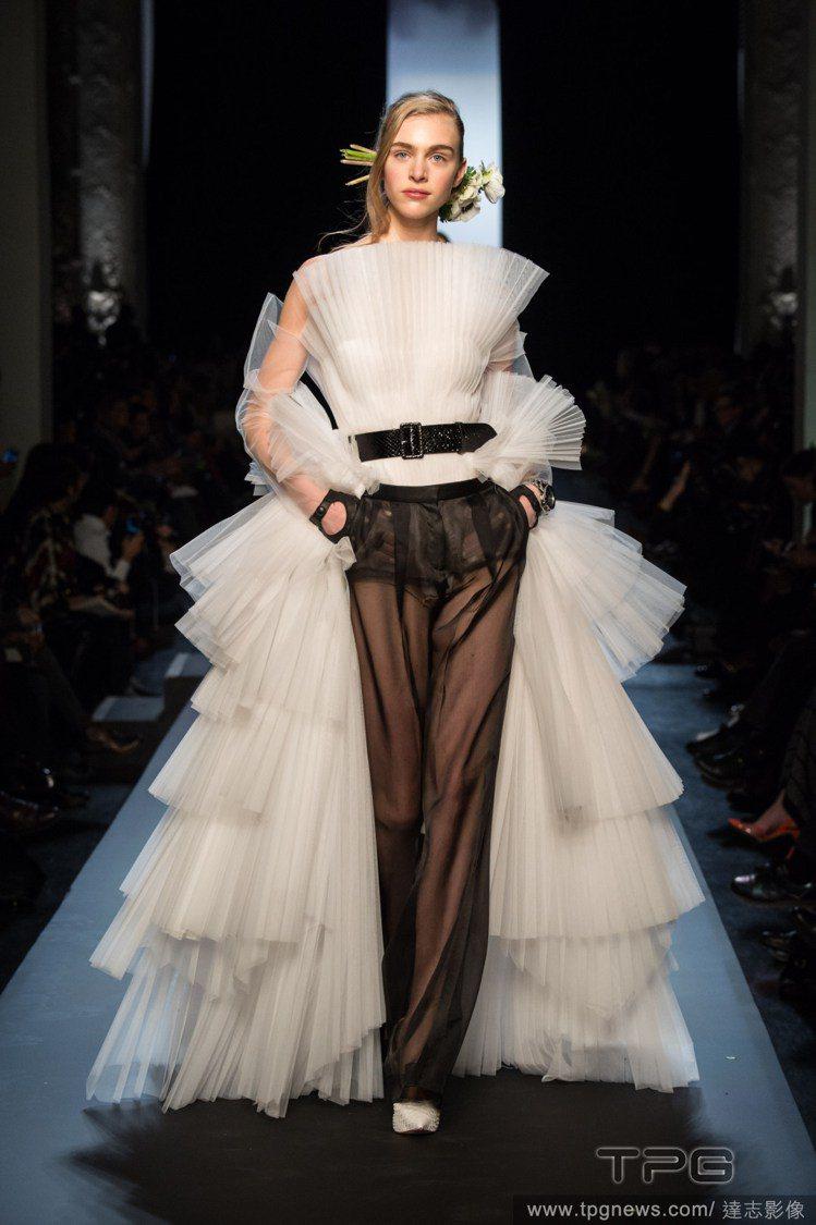 Jean Paul Gaultier 高級訂製服秀上的新娘很有個性。圖/達志影像
