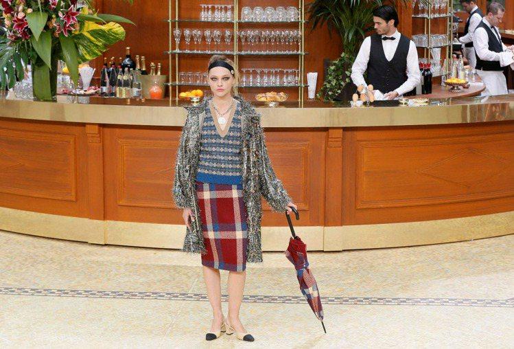 2015秋冬的「Brasserie Gabrielle嘉柏麗餐館」,女模身穿香奈...