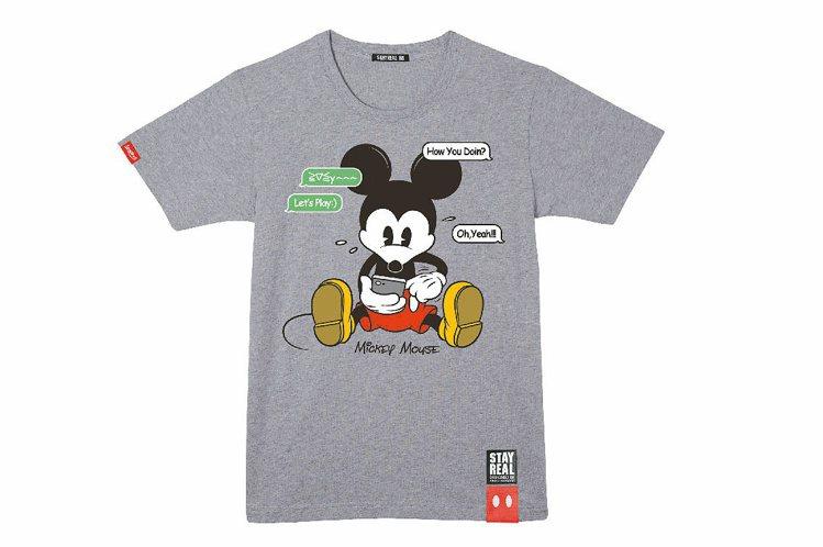 不輕易讓人改圖的迪士尼肯定STAYREAL低頭米奇滑手機的創意。圖/STAYRE...