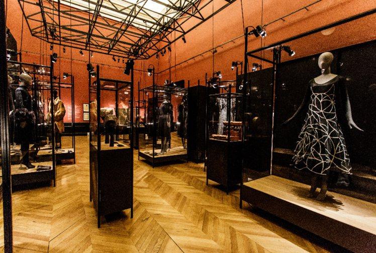 巴黎時尚博物館正展出Jeanne Lanvin的回顧展。圖/浪凡提供