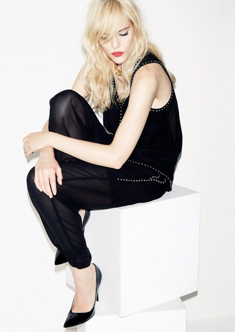 Sisley春夏黑色系列融合彈力棉、皮革和高科技面料,上演撩人的運動風魅惑。圖/...