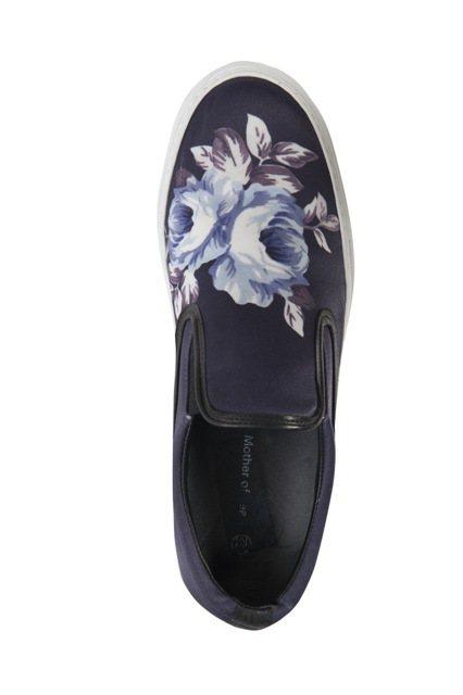 Mother of Pearl在帆布鞋上撒金粉與刺繡。圖/CLUB DESIGN...