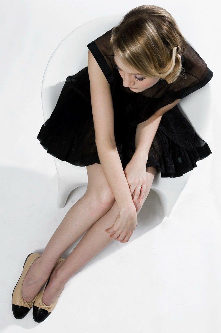 遭坎城紅毯拒於門外的平底鞋,不僅舒適,而且時尚。圖/香奈兒提供