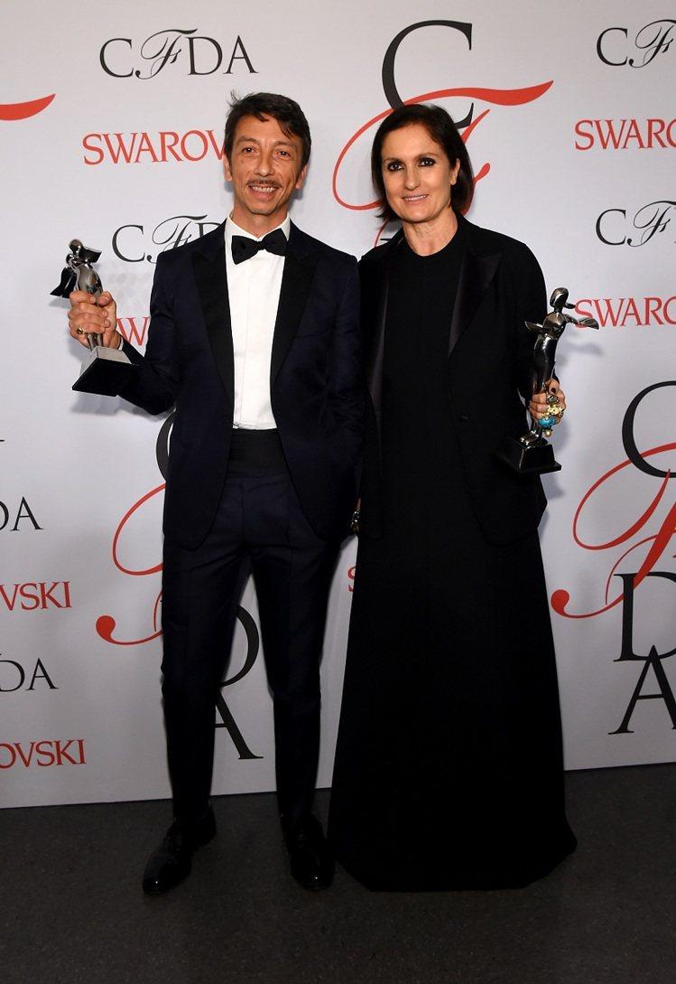 國際設計師獎則由Valentino的創意總監Maria Grazia Chiur...