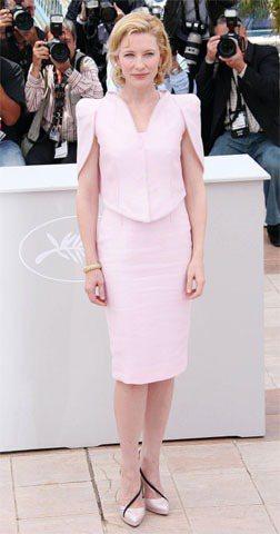 凱特布蘭琪一身粉紅套裝展現優雅知性氣質。圖/達志影像提供
