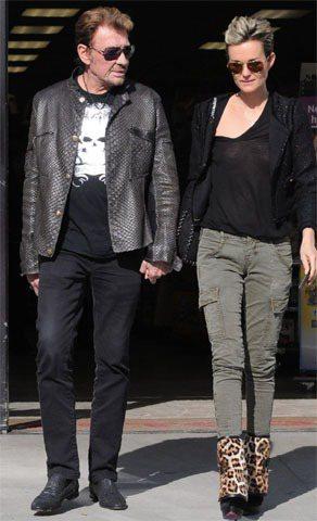 法國流行樂壇大咖強尼阿利第與老婆萊蒂西婭穿著以軍綠色和低調的動物紋相呼應。圖/達...
