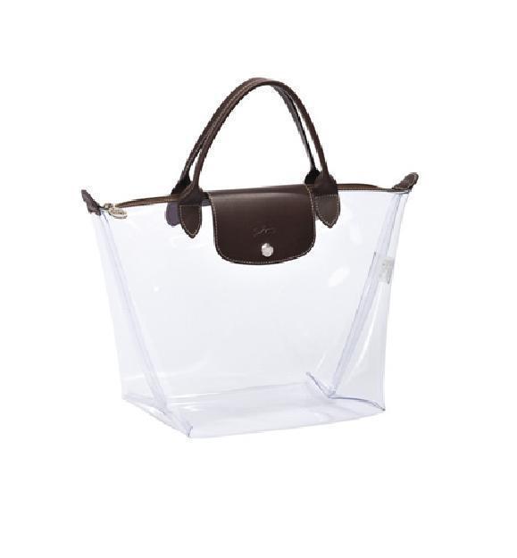 Longchamp 的 Darshan 系列推出一款全透明包,像玻璃打造的一樣,...