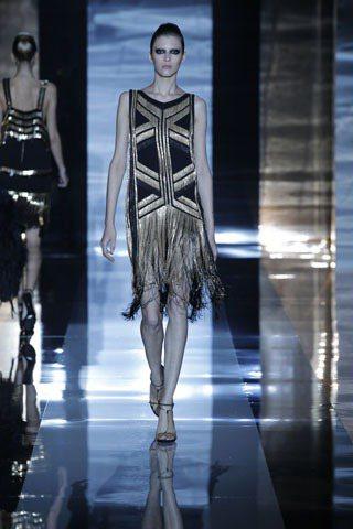 GUCCI用雍容華貴、熠熠生輝的服裝向20年代致敬。圖/she.com.tw提供