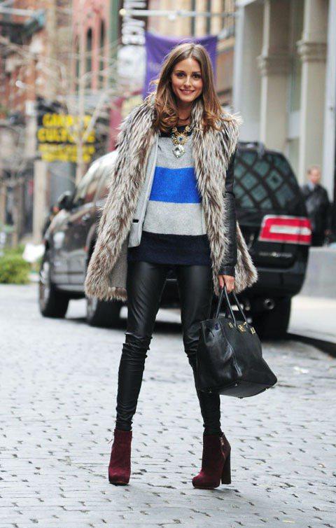 奧莉薇亞巴勒莫以長版皮草背,內搭彩色毛衣和紅色高跟靴活潑俏皮。圖/達志影像