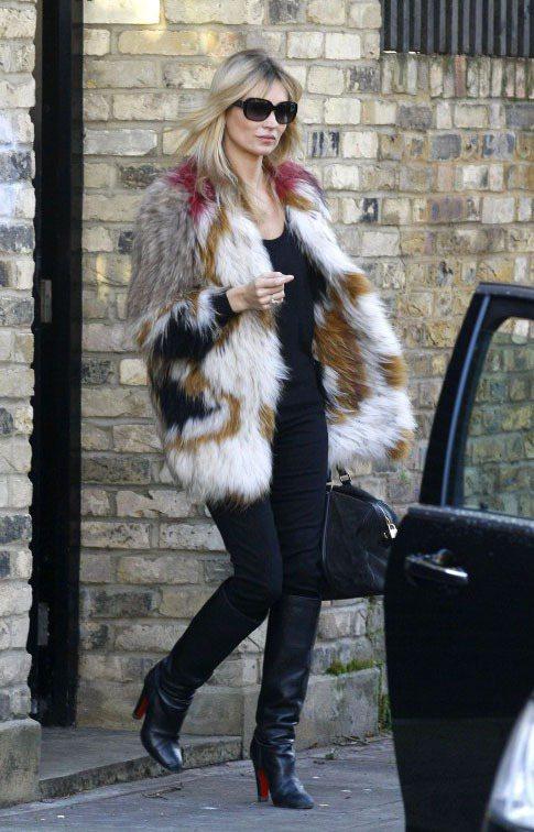 凱特摩絲身上的Isabel Marant彩色皮草外套帶點民族風。圖/達志影像