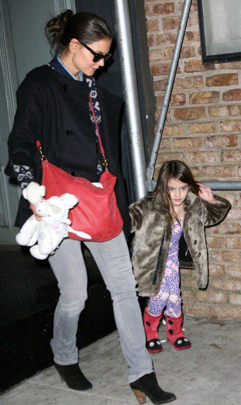 皮草外套的魅力連阿湯哥女兒小蘇蕊都抵抗不了。圖/達志影像
