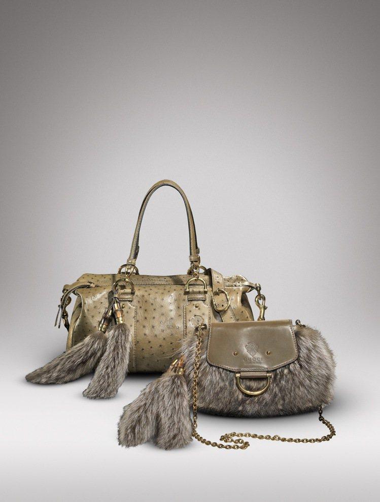 GUCCI皮草鏈帶包(前) 82,650元;皮草裝飾鴕鳥皮包(後) 214,25...