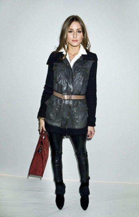 奧莉薇亞巴勒莫則是選擇皮革拼接外套,外翻的領子搭上內裡白襯衫帶點帥氣意味。圖/達...