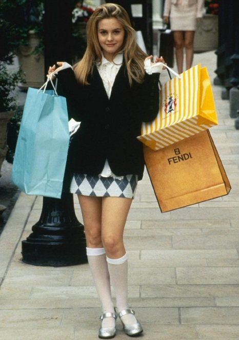 《獨領風騷》以比佛利山莊為背景,富家千金女主角雪兒愛購物,常常大包小包敗了一堆名...