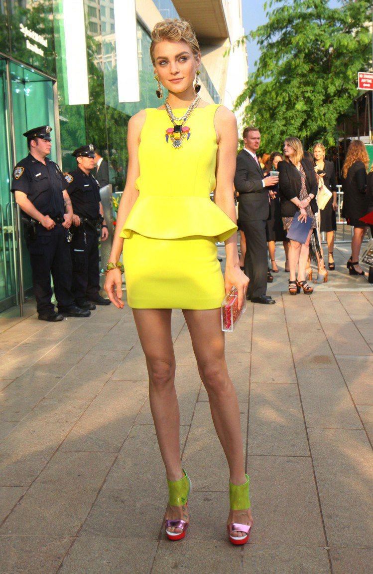 Jaessica Stam 穿著 Rebecca Minkoff 鮮黃色 pep...