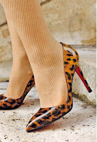 網襪與Louboutin高跟鞋絕妙組合。圖/積木文化