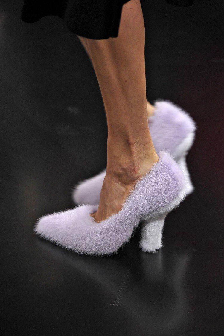 CELINE秋冬毛絨絨的高跟鞋。圖/達志影像