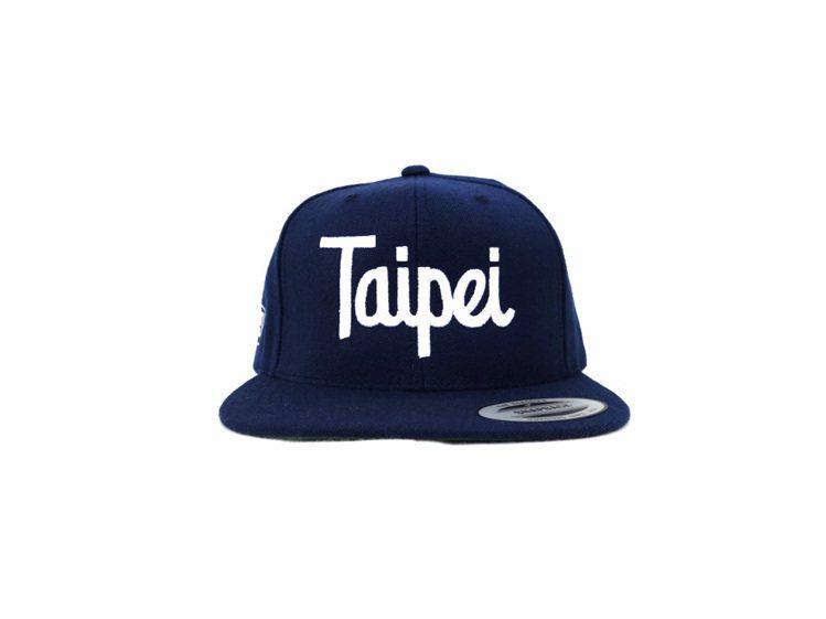 Stussy Taipei 獨家限定商品Taipei Script Caps。圖...