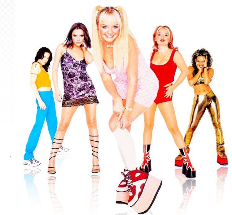 九○年代流行厚底鞋款,愛穿此款鞋子的藝人代表首推辣妹合唱團。圖/擷取自healt...