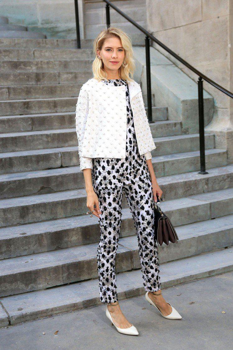 Elena Perminova 利用剪裁俐落、擁有單一強烈特色的單品穿出高質感的...
