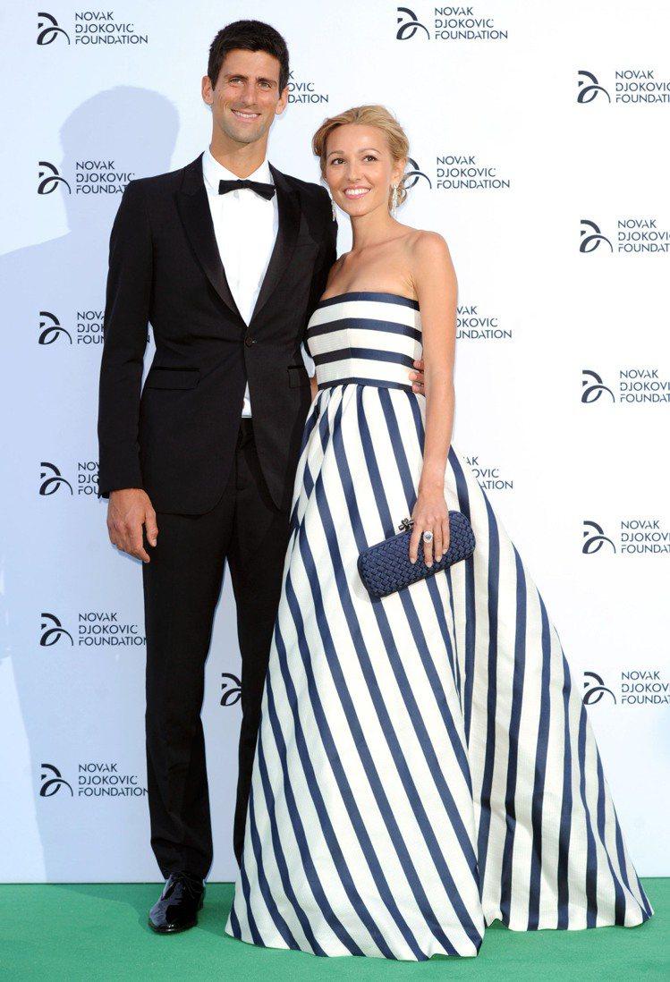 網球帥哥喬科維奇與女友 Jelena Ristic 一同出席活動,Jelena ...