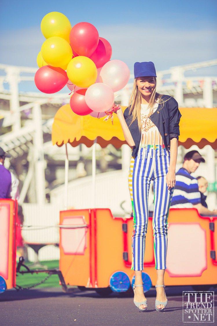 身上具備對比色的服裝與配件,可以讓人顯得更明亮有活力,尤其春夏最適合這類搶眼的色...