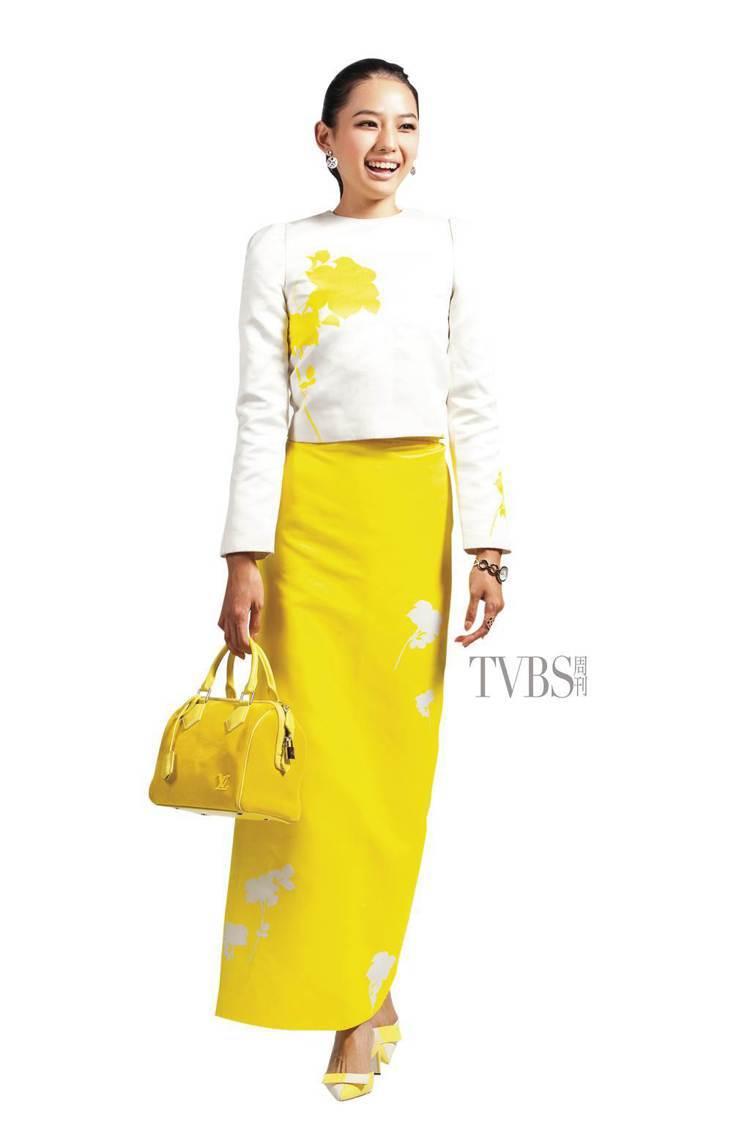 印花套裝洋溢盛夏的繽紛風情。圖/TVBS周刊