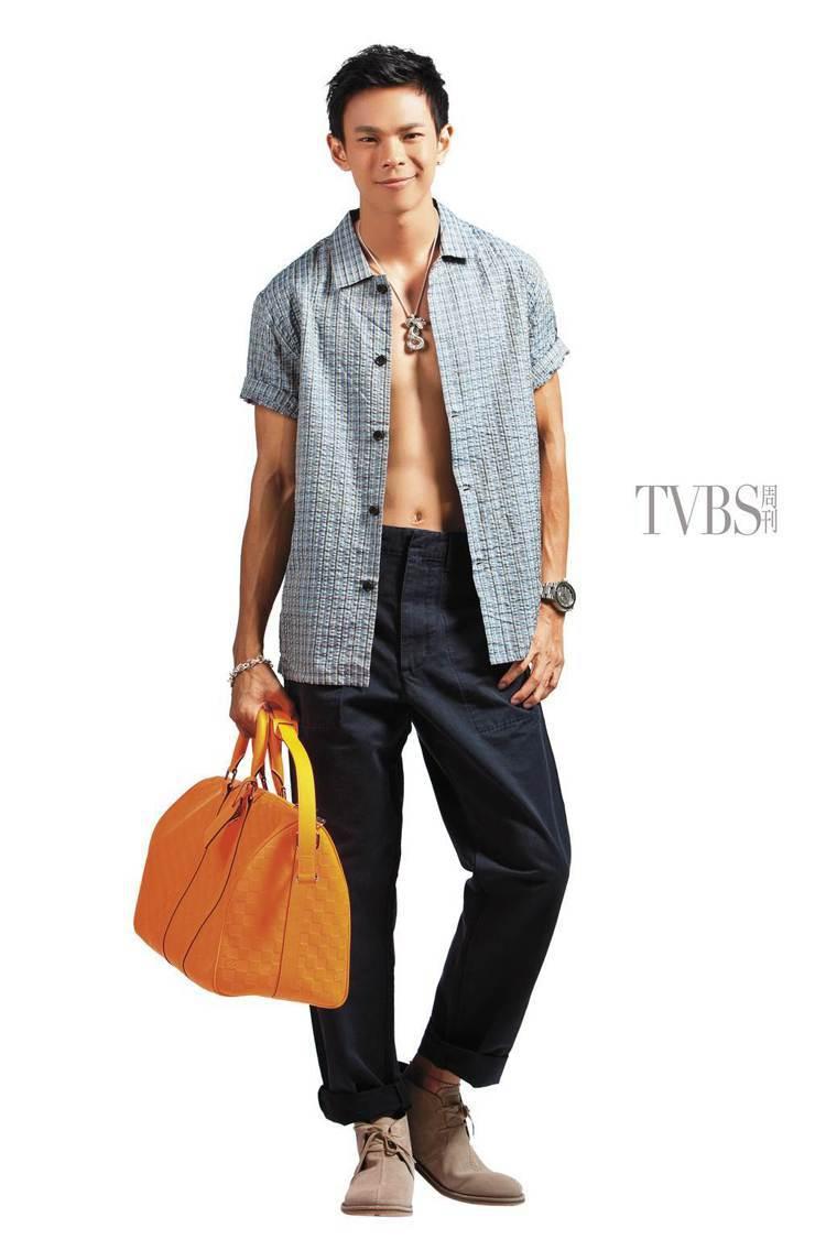 日式傳統印花襯衫搭配和服面料,是東西文化的完美結合。圖/TVBS周刊