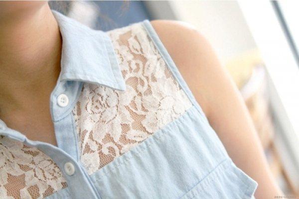 使用雕花蕾絲作拼接,讓原本帥氣的牛仔服飾變得更加迷人且特別。圖/she.com ...