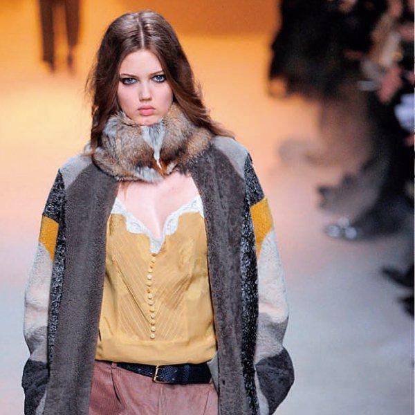 達人說:利用長版外套式的粗針織毛衣或軟毛呢長外套穿出帶點慵懶的 grunge c...