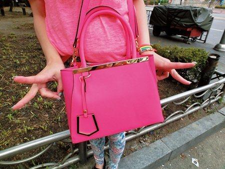 彤彤私藏小物:螢光包包/la femme chic。圖/美人誌提供