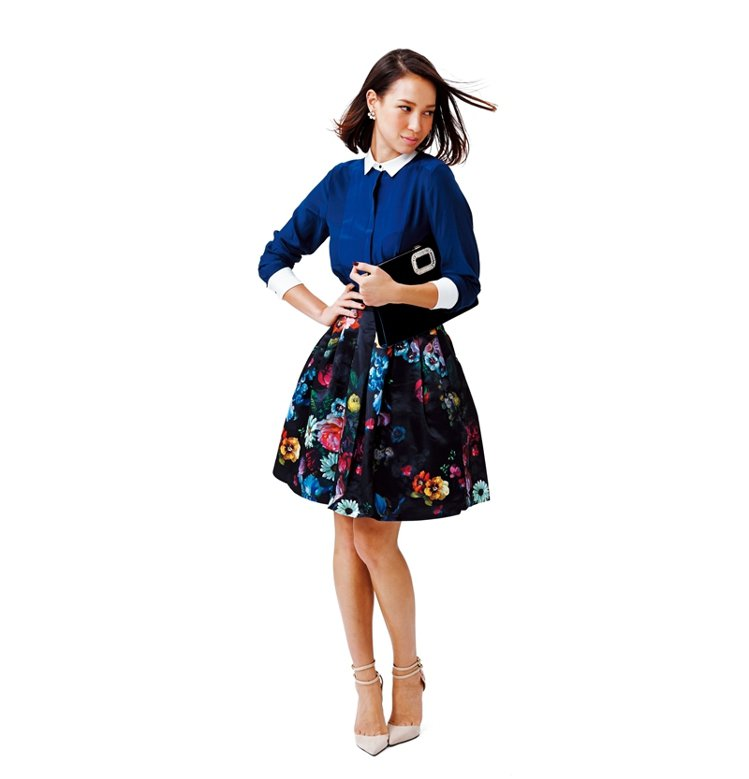 擔心印花蓬裙太誇張,上身搭配都會感的軟料襯衫,營造出正式感。上衣NT2190/ ...